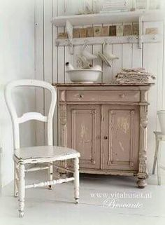 Perfect French Shabby Chic Interior Design – Shabby Chic Home Interiors Shabby Chic Mode, Shabby Chic Kitchen, Shabby Chic Style, Shabby Chic Green, Shaby Chic, Cottage Chic, Cottage Style, White Cottage, Muebles Shabby Chic