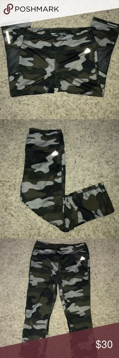 Camo Reebok Leggings! Size small. Very cute design, mesh panels on the back of calf. Came with a small hole that I fixed as shown in photo. Lots of life left. Open to offers! These are so cute and great for crossfit or working out. Reebok Pants Leggings