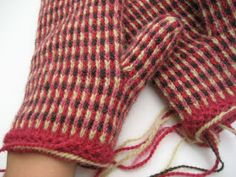 Fingerless Mittens, Knit Mittens, Knitted Gloves, Fair Isle Knitting, Hand Knitting, Knitting Patterns, Wrist Warmers, How To Purl Knit, Knit Crochet