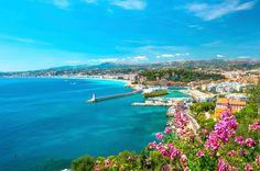Também conhecida como a Costa Azul, a Riviera Francesa é a prova de que a França também é dona de cenários paradisíacos. As praias movimentadas, em cidades como Nice, são pinceladas pela água azul e contornadas por construções luxuosas, onde é possível passar dias sem querer voltar para casa.