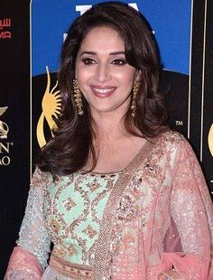 Madhuri Dixit wants to bring smiles back on the lips of Uttarakhand victims! Indian Actress Photos, Beautiful Indian Actress, Indian Actresses, Bollywood Celebrities, Bollywood Actress, Elite Fashion, Madhuri Dixit, Indian Bollywood, Modern Outfits