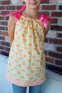Tutorial: Girl's pillowcase shirt from three fat quarters · Sewing | CraftGossip.com