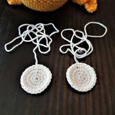 Maria A: Ohje: Virkattu mustekala Octopus Crochet Pattern, Crochet Patterns, Baby Staff, Crochet Earrings, Embroidery, Knitting, Pom Poms, Jewelry, Crocheting