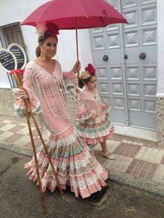 Todo Ideas en gitana pelo castaño Spanish Dress, Spanish Dancer, Cuban Dress, Indian Fashion, Boho Fashion, Tribal Dress, Online Fashion Boutique, Wedding Costumes, Cute Outfits For Kids