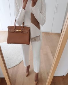 Gold Birkin 30 outfit idea. Workwear Fashion, Office Fashion, Business Casual Outfits, Business Attire, Classic Outfits, Chic Outfits, Beige Outfit, Outfit Combinations, Winter Fashion Outfits