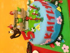 Kaitlyn's Angry Birds cake