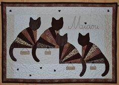 Voici le quilt que Sandra a découvert chez elle ... à son retour du Mali ! Pour son anniversaire, je lui ai fait ce joli panneau original avec tous les chats de la famille, de Kinshasa à Epinal en apssant par la Belgique, Sarrebourg et Verdun, ces merveilleuse...
