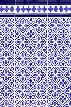 10786848-Andalusian-style-spanish-blue-ceramic-tiles-pattern-Stock-Photo.jpg…