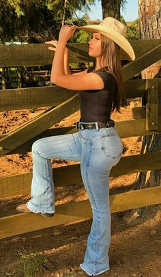 Redneck Girl Outfits, Cowgirl Style Outfits, Country Girls Outfits, Curvy Girl Outfits, Cute Casual Outfits, Foto Cowgirl, Cowgirl Jeans, Sexy Cowgirl, Cute Country Girl