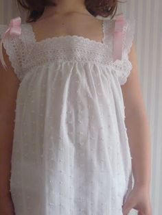 Camisones, pijamas y batas de niños Primavera-Verano 2011- Teresa Style - Miss and Chic Blog Baby Girl Frocks, Frocks For Girls, Girls Dresses, Flower Girl Dresses, Nightgown Pattern, Baby Dress Design, Kids Gown, Girls Sleepwear, Jolie Lingerie