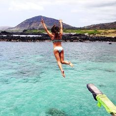 It's so hot! Beat the heat and jump in the ocean Hawaii Life, Happy Summer, Summer Travel, Summer Vibes, Places To Go, Surfing, Ocean, Island, Vacation