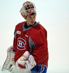dustin tokarski | Tumblr Nhl, Montreal Canadiens, Hockey Players, Jackets, Fashion, Goalie Mask, Masks, Down Jackets, Moda