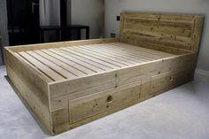 Deze volledig latten uniek afgeveerde bed base kan worden gemaakt aan elke grootte matras (zie hieronder). Massieve den lades met super glad DVS openen actie. Afgewerkte kale hout, duidelijk was of een kalkwas. Voor matras maten: Dubbele 135 x 190 cm King size 150 x 200 cm Super kingsize