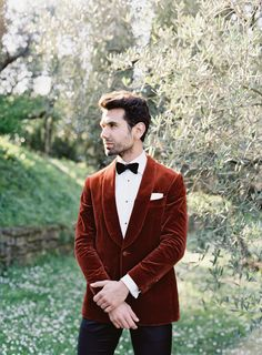 Photography: http://www.omalleyphotographers.com | Grooms attire: http://ca.suitsupply.com/en_CA/home | Read More: https://www.stylemepretty.com/2018/02/04/biggest-wedding-trends-2018/