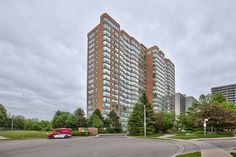 SOLD!  Downtown Burlington steps to waterfront and Spencer Smith Park- Beautiful 2+1 Bedroom Condo in The Grande Regency.   Features 24 hrs Security, Huge Eat In Kitchen w/breakfast bar, Hardwood floors throughout, freshly painted, walk in shower, Insuite laundry, Parking Spot # 205.