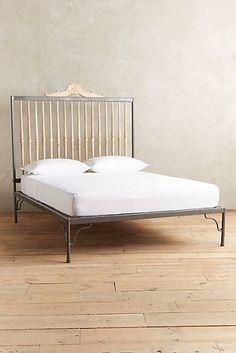 Резные шпинделя кровать