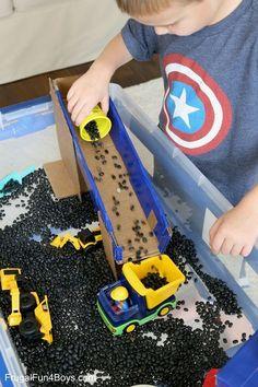 I love using sensory bins with preschoolers because it's such a motivating way to develop fine motor skills through play! This construction truck themed sensory bin was a big hit with our preschool co-op this past week. The kids used little trucks to lift and load up beans, and we used cardboard to create some … #BigBuildings