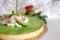 La crostata meringata al Mojito è un dolce dal sapore fresco, perfetto quindi per le giornate più calde. Vediamo, quindi, come prepararlo e tanti consigli