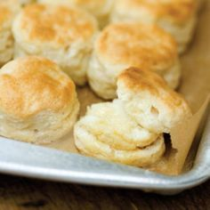 Paleo Biscuit Recipe Makes 9 biscuits Ingredients - 6 egg whites - 34 cup blanched almond flour - 14 cup coconut flour - 1 teaspoon baking powder - 14 teaspoon sea salt - cup almond milk Paleo Biscuits, Southern Buttermilk Biscuits, Chicken And Biscuits, Homemade Biscuits, Cookies Et Biscuits, Buttery Biscuits, Buttermilk Bisquits, Blueberry Biscuits, Buttermilk Cornbread