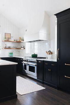 Farmhouse kitchen ideas with black kitchen cabinets. Farmhouse kitchen decor to try in Kitchen Cabinet Interior, Black Kitchen Cabinets, Kitchen Cabinet Colors, Painting Kitchen Cabinets, Black Kitchens, Interior Design Kitchen, Home Kitchens, Dark Cabinets, Kitchen Designs