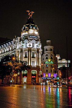✭ Metropolis Building - The landmark of the spanish capital, Madrid- Madrid is best at night!!