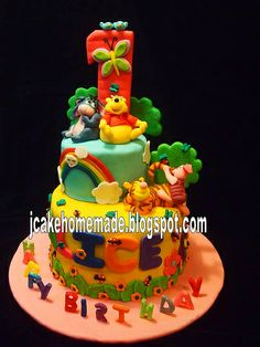 Winnie the Pooh theme birthday cake