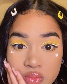 Makeup Eye Looks, Eye Makeup, Hair Makeup, Aesthetic Makeup, Aesthetic Fashion, Miss Girl, Facial Tips, Indie Girl, Tumblr Girls