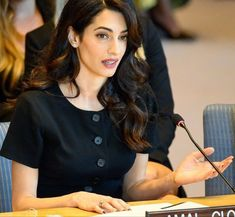 Amal Clooney, Studyblr, Women Lawyer, Human Rights Lawyer, Plum Lipstick, Lawyer Outfit, Lawyer Fashion, Successful Women, Role Models
