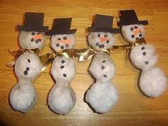 Egg Carton Snowmen | AllFreeHolidayCrafts.com