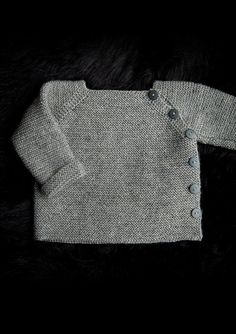 Trøje med sidelukning Newborn to 3 years. Free pattern in Danish, Norwegian and. - Trøje med sidelukning Newborn to 3 years. Free pattern in Danish, Norwegian and Sweedish. Baby Sweater Patterns, Baby Cardigan Knitting Pattern, Baby Boy Knitting, Knitting For Kids, Baby Knitting Patterns, Baby Sewing, Baby Patterns, Crochet Cardigan, Baby Pullover Muster