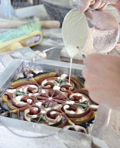 Cementtegels worden stuk voor stuk met de hand gemaakt. Ware kunstwerkjes!  www.floorz.nl