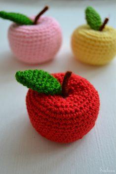 Crochet Apple, Crochet Fruit, Crochet Food, Cute Crochet, Crochet Flowers, Filet Crochet, Crochet Motif, Crochet Designs, Crochet Patterns Amigurumi