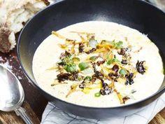 Recept på kantarellsoppa – en krämig och gräddig soppa med finstämd syra från det vita vinet.
