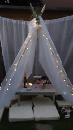 Diy Tent, Teepee Tent, Backyard Movie Party, Indoor Tents, Outdoor Movie Nights, Bff Birthday Gift, Event Themes, Romantic Dates, Birthday Party Decorations