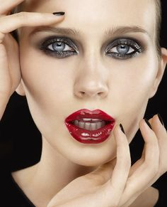 Glossy lips - Black eye make-up