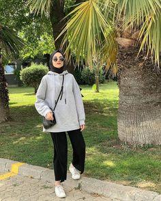 Modern Hijab Fashion, Street Hijab Fashion, Hijab Fashion Inspiration, Muslim Fashion, Fashion Wear, Fashion Outfits, Casual Hijab Outfit, Casual Outfits, Hijab Fashionista