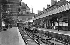Bow Station, looking south, Closed to passengers, 1945 Abandoned Train Station, Old Train Station, Train Stations, London Underground Tube, London Underground Stations, Vintage London, Old London, East End London, North London