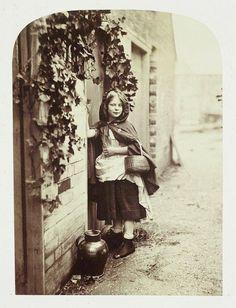 Le Petit Chaperon Rouge illustré en 1858 par des tableaux photographiques de l'Anglais Henry Peach Robinson, spécialiste de ce genre de mises en scène.