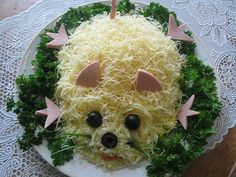 Salad Mouse with melted cheese Cute Food, Good Food, Pumpkin Shaped Cake, Food Art For Kids, Food Carving, Edible Food, How To Eat Better, Food Decoration, Melted Cheese