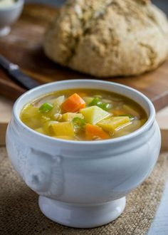 Irish Farmer-Soup (translste from Swedish) Irlänsk Bondsoppa. Veg Soup, Aioli, Main Meals, Soup Recipes, Recipies, Stew, Curry, Food And Drink, Vegetarian
