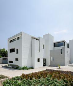 FRAY LEON BUILDING by Jorge Figueroa + Asociados