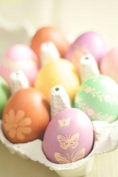 oeufs de Pâques décorés pastel