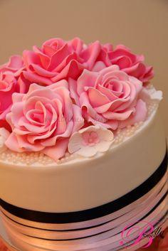 Ribbons n' Pearls Wedding Cake Pretty Cakes, Beautiful Cakes, Amazing Cakes, Beautiful Things, Cupcakes, Cupcake Cakes, Friends Cake, Wedding Cakes With Flowers, Flower Cakes