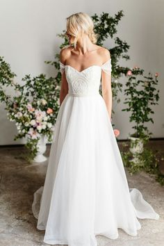 Karen Willis Holmes is a renowned Australian wedding dress designer, widely acclaimed in today's marketplace for offering perfect wedding gown. Karen Willis Holmes, Dream Wedding Dresses, Bridal Dresses, Wedding Gowns, Princess Wedding Dresses, Mod Wedding, 2017 Wedding, Wedding Hacks, Party Dresses