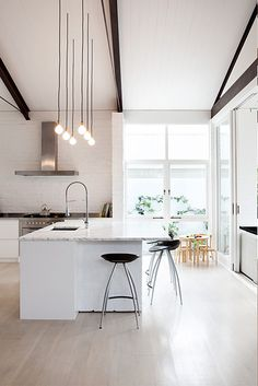 Modern Kitchen Design – Want to refurbish or redo your kitchen? As part of a modern kitchen renovation or remodeling, know that there are a . Kitchen Interior, New Kitchen, Kitchen Decor, Kitchen White, Kitchen Modern, Kitchen Ideas, Kitchen Island, Interior Modern, Kitchen Wood