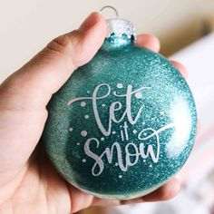 Cricut Projects Christmas, Christmas Svg, Christmas Bulbs, Christmas Goodies, Christmas Time, Cricut Svg Files Free, Cricut Tutorials, Cricut Ideas, Christmas Gift Decorations