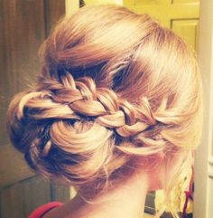 Wedding hairstyle idea via Hair and Makeup by Steph - Deer Pearl Flowers / http://www.deerpearlflowers.com/wedding-hairstyle-inspiration/wedding-hairstyle-idea-via-hair-and-makeup-by-steph/
