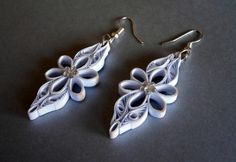 12 Awesome Paper Quilling Jewelry Designs To Start Today Paper Quilling Earrings, Origami And Quilling, Quilling Paper Craft, Paper Crafts, Paper Art, Quilling Patterns, Quilling Designs, Quilling Ideas, Paper Flowers Craft