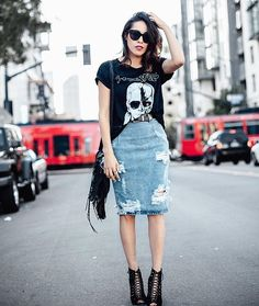 TGIF babes! @frankvinyl channeling her inner Karl in the best combo. A #basic graphic #tee and our #oneteaspoon distressed skirt. #ootd #fblogger #love #fashion #look #follow #lookbook #karllagerfeld #wiwt #friday #tgif