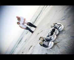 30 Lovely Beach Family Photos this would be so cute if i could get everyone in some converse!